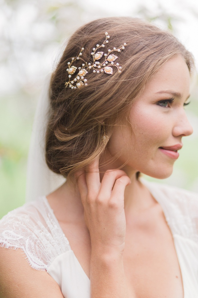 golden leaves and pearl hairpins