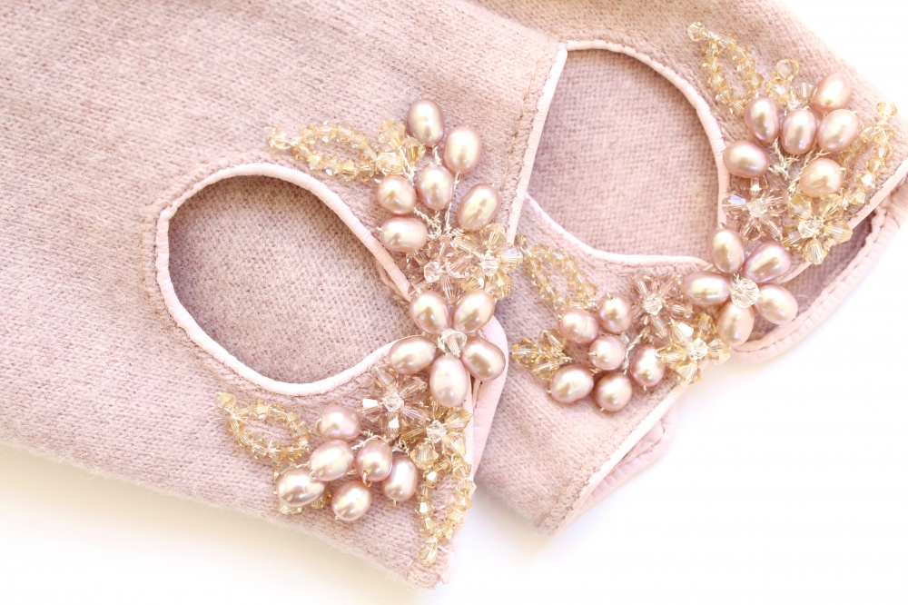 Image of vintage pink embellished wool gloves - click to view